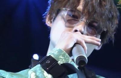松村北斗のサングラス姿